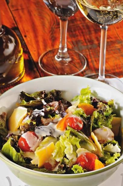 Salada verde com tangerina, queijo gouda e tomate-cereja: novidade do turco Kosebasi
