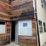 Entrada: revestimento de madeira
