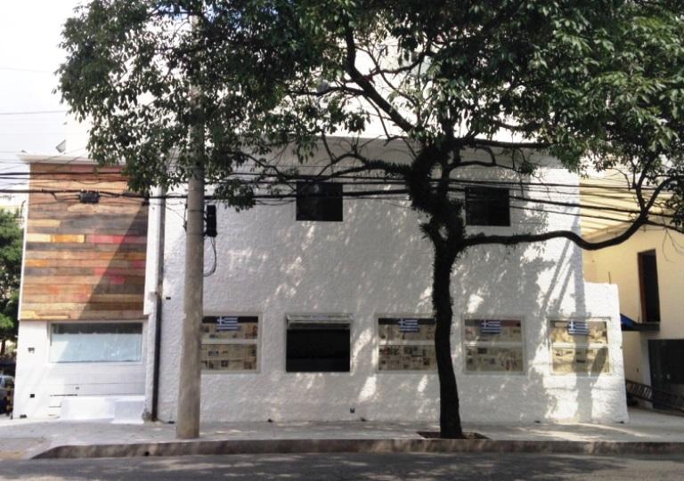 A fachada do Kouzina: proposta de comida grega simples (Foto: Talita Lopes)