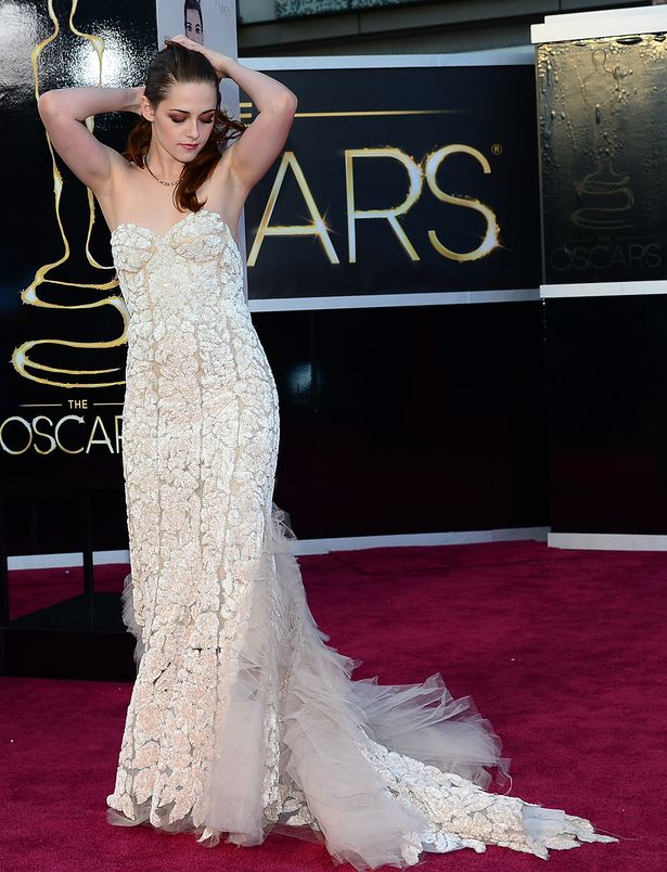 Kristen Stewart com vestido Reem Acra oscar 2013 (Foto: Reprodução)