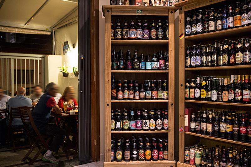 A carta de cervejas lista 430 rótulos, nacionais e importados