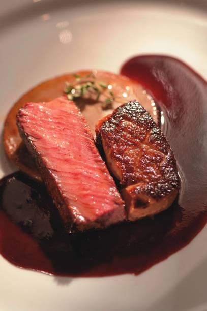 Especialidade do chef: foie gras em entradas e em pratos como o filé-mignon com fundo de alcachofra
