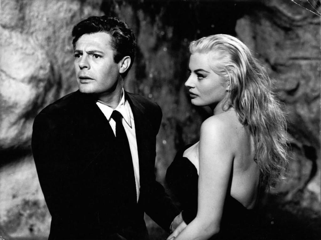 Agosto - Fellini dirige a obra-prima A Doce Vida, com Mastroianni e Anita Ekberg