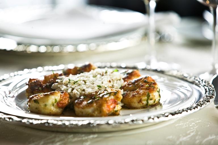 Camarão à provençal: prato mais famoso do bistrô (Foto: Mario Rodrigues)