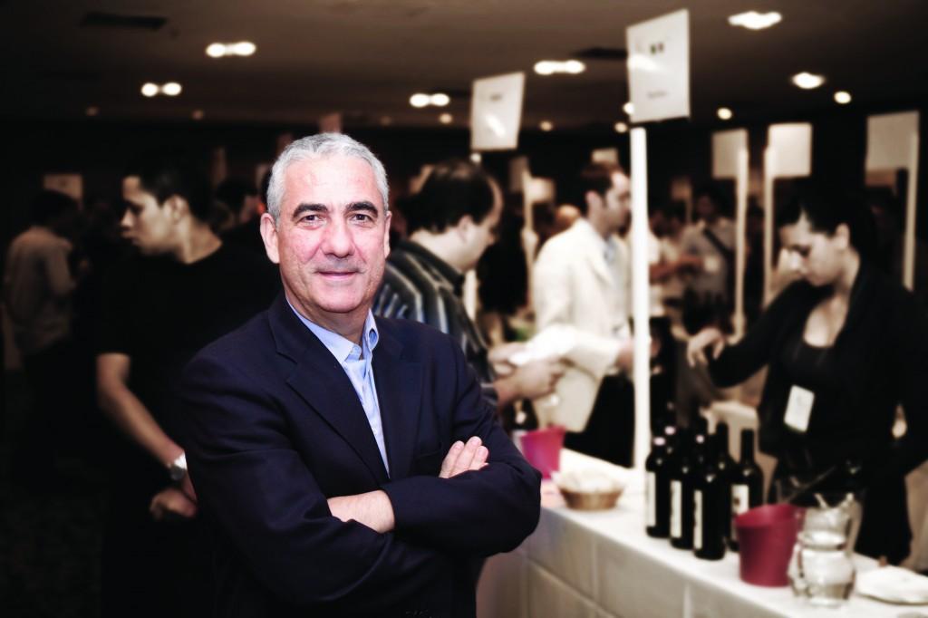 """O empresário La Pastina:""""taça de vinho italiano por 9,90 reais"""""""