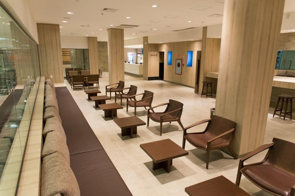 O confortável lounge tem cardápio comidinhas e bebidas diferenciadas