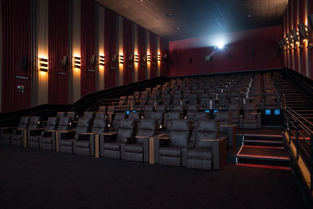 """Sala Bradesco Prime, ou """"vip"""". no novo Cinemark Lar Center"""