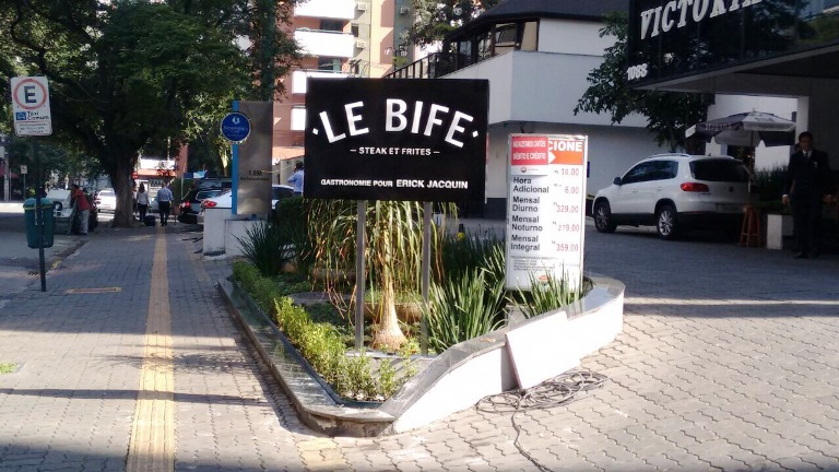 Le Bife: no térreo do flat onde funcionou o La Brasserie (Fotos: acervo pessoal)