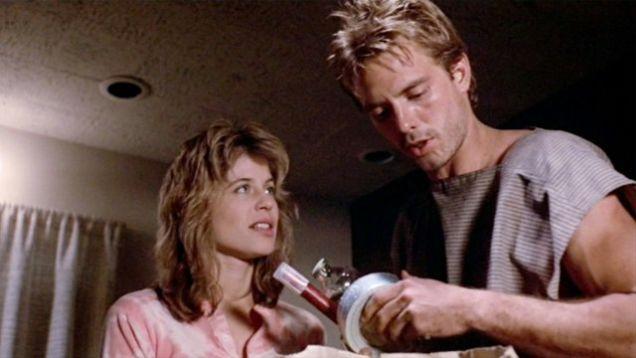 Linda Hamilton e Michael Biehn em O Exterminador do Futuro