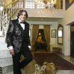 Reinaldo Kherlakian e seu tigre doméstico, Sultão (Foto: Mario Rodrigues)
