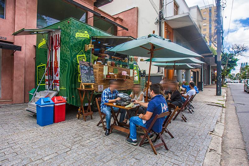 A versão itinerante do restaurante Olea Mozzarella Bar estaciona, em geral, na frente de algumas lojas da cidade