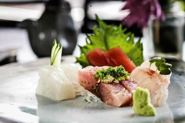By Koji - porção de sashimi