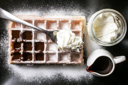 De dar água na boca: waffle com calda de chocolate e chantili, no Belga Corner (Foto: Mario Rodrigues)