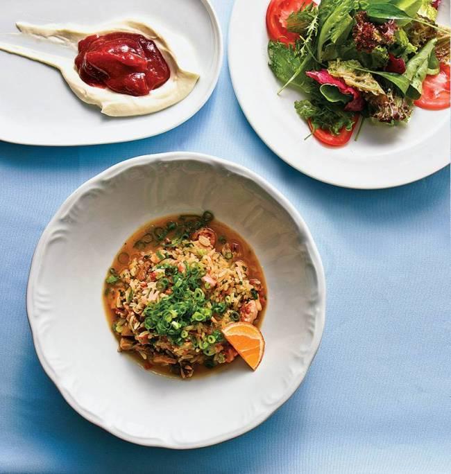 Jiquitaia: menu premiado com arroz de suã, salada e creme de queijo coberto por goiabada cascão derretida