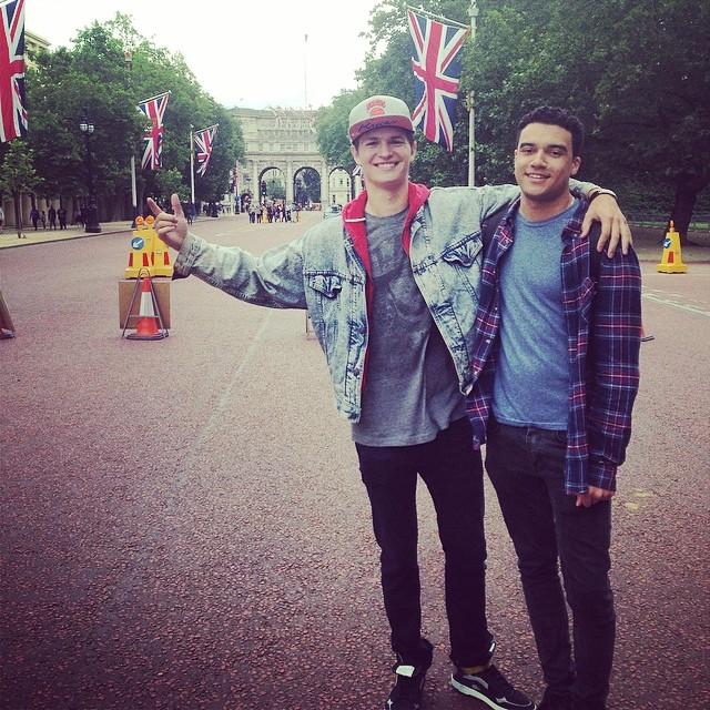 Ansel está em Londres - a foto foi postada ontem