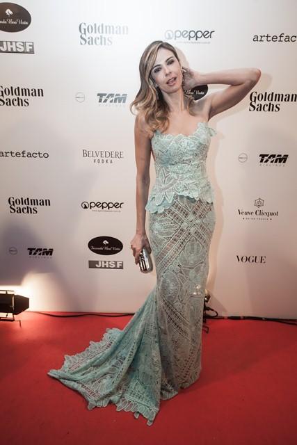 Luciana Gimenez, de vestido Martha Medeiros: aparição apóis desmaiar em programa ao vivo (Foto: Rodrigo Dionísio)