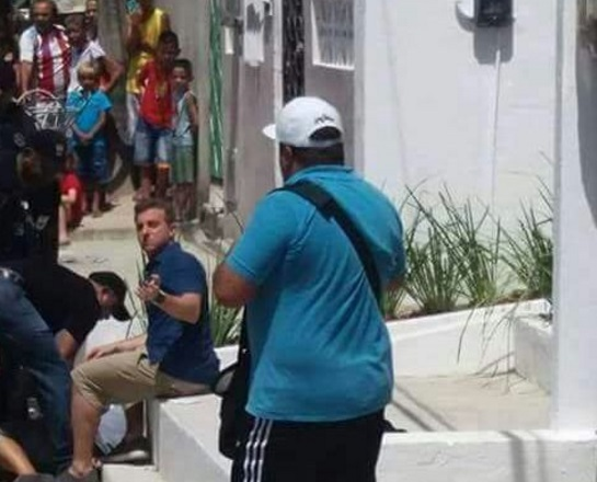 Huck interrompeu as gravações para socorrer moradora (Foto: reprodução/facebook)
