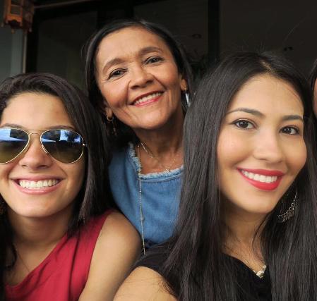 Lud, a mãe e a irmã celebridade, Thaynara (Foto: Reprodução/Instagram)