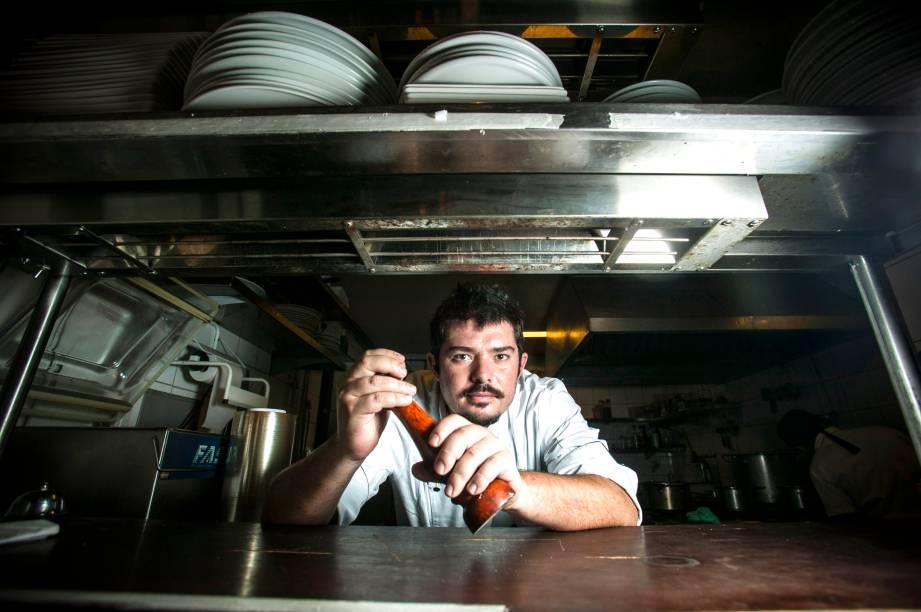Luiz Emanuel é o novo chef autor do menu enxuto e mais barato, focado em clássicas pedidas de bistrô