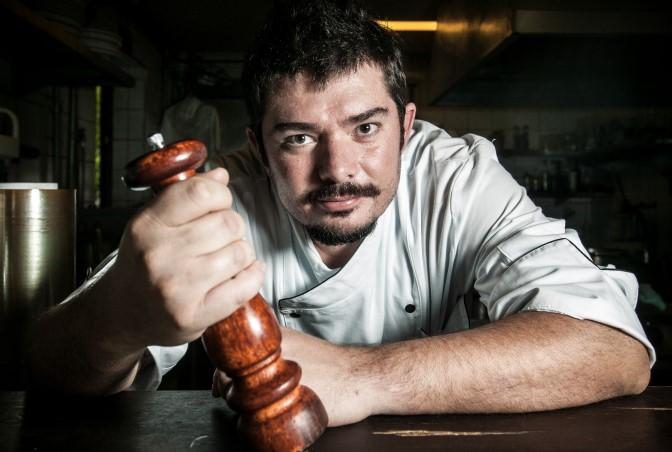 Luiz Emanuel: estreando pelo Felix Bistrot com serviço de ostras (Foto: Lucas Lima)