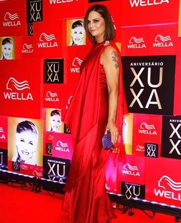 Luiza Brunet com vestido Dior.