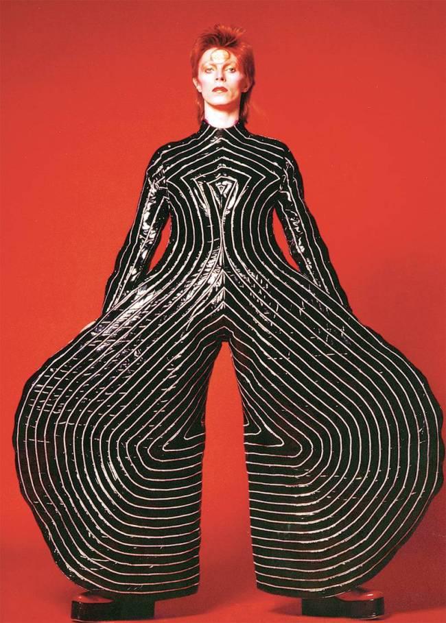 Exposição David Bowie - Macacão usado na turnê de Aladdin Sane em 1973