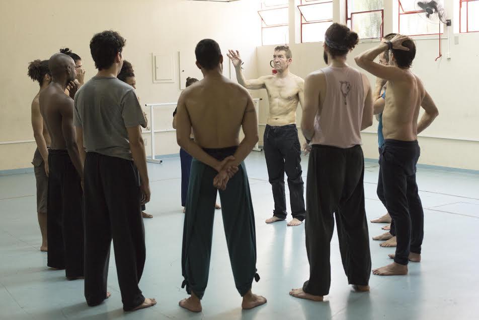 """Ensaios de um novo """"Macbeth"""" na Funarte: o inglês Gerg Hicks dirige o elenco brasileiro"""
