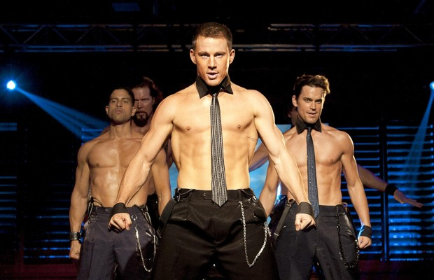 Channing Tatum (no centro) volta a viver o stripper Magic Mike