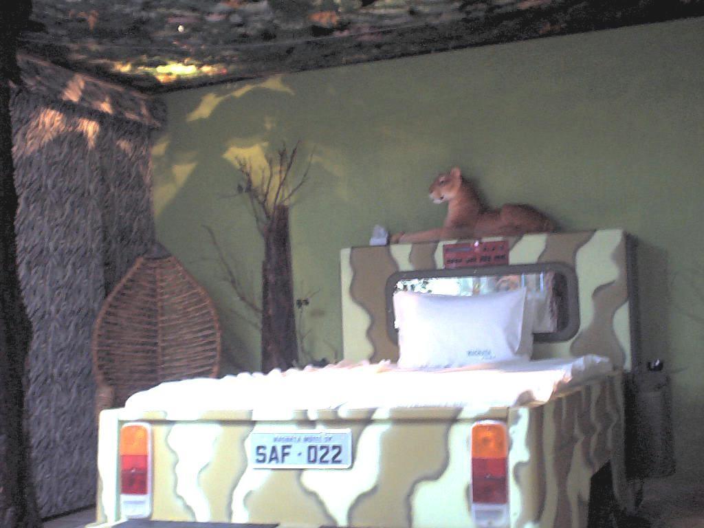 Uma das primeiras suítes temáticas de Freire. Na safari, havia um leão de pelúcia que rugia de acordo com a altura dos gritos do casal (Foto: Divulgação)