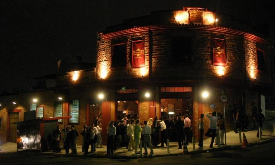 Magnólia Villa Bar: às quartas o som é dedicado ao rock e nos demais dias rola gafieira e samba