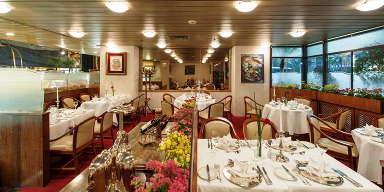 La Cusine du Soleil: restaurante francês do Maksoud Plaza que do passado de glória se tornoum um anexo no lobby