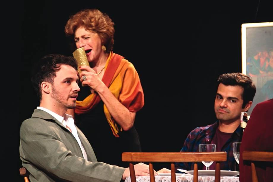 Uma comédia de família: os atores Claudia Mello, Lara Córdula, Luciano Andrey e Antonio Petrin em Mambo Italiano