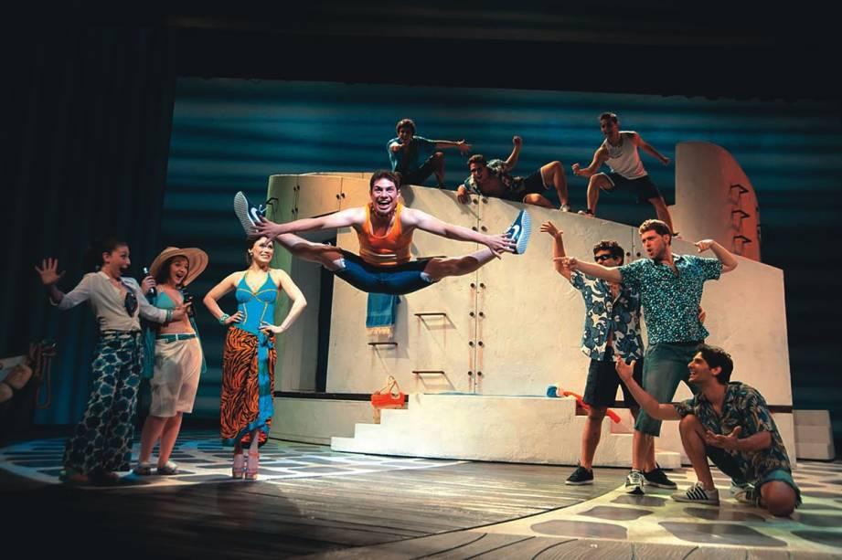O elenco do musical Mamma Mia!: montagem leve e alto-astral