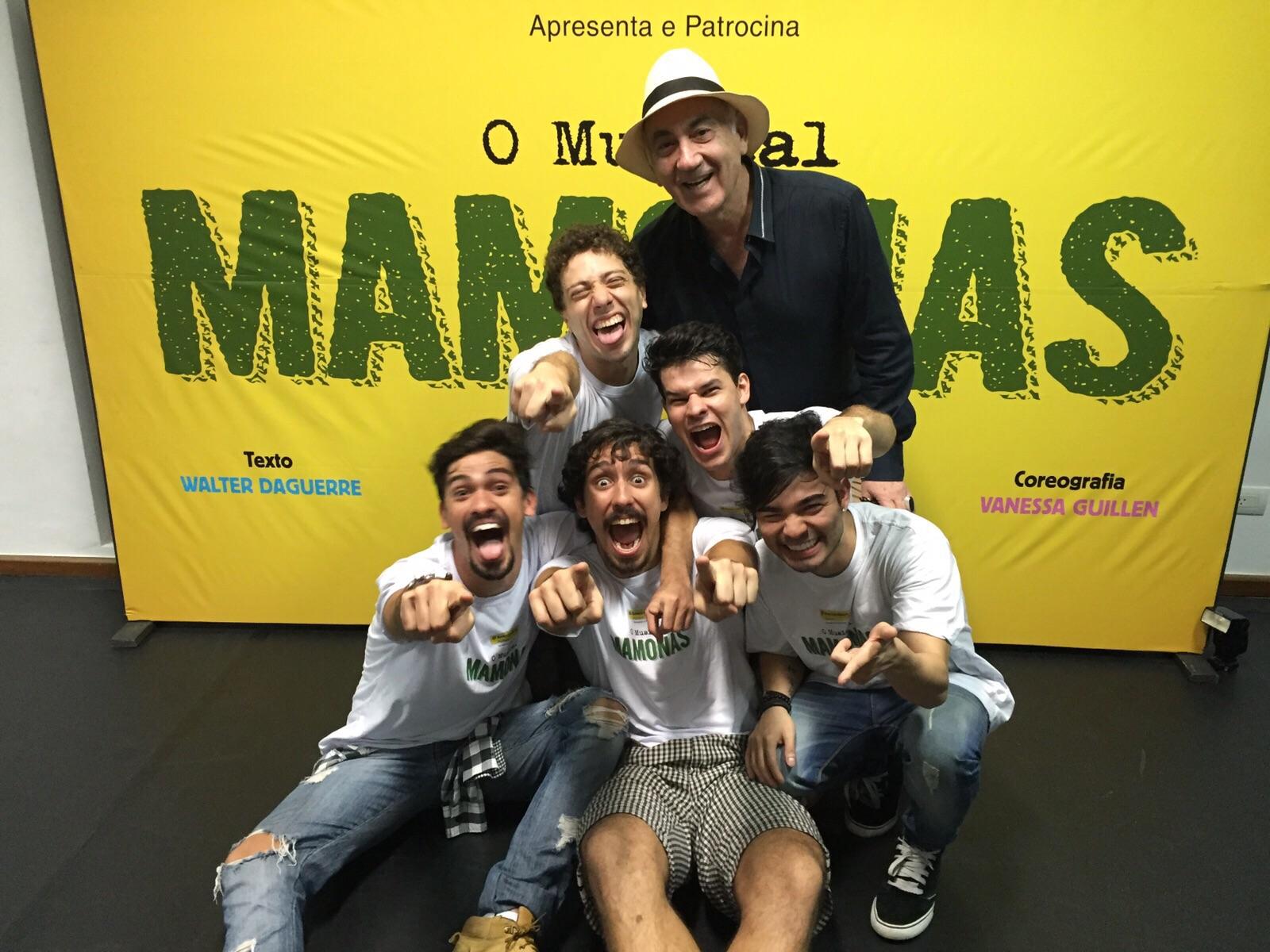 O diretor e os novos Mamonas: José Possi Neto ensaia o elenco desde o dia 5