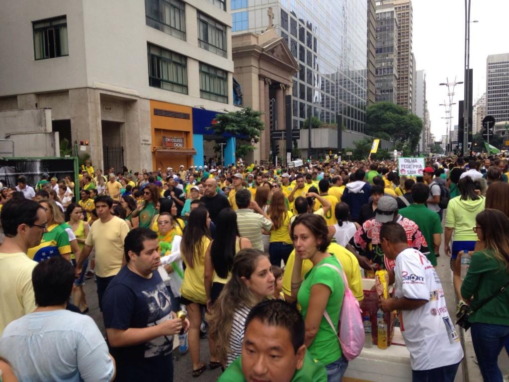 manifestantes-embora