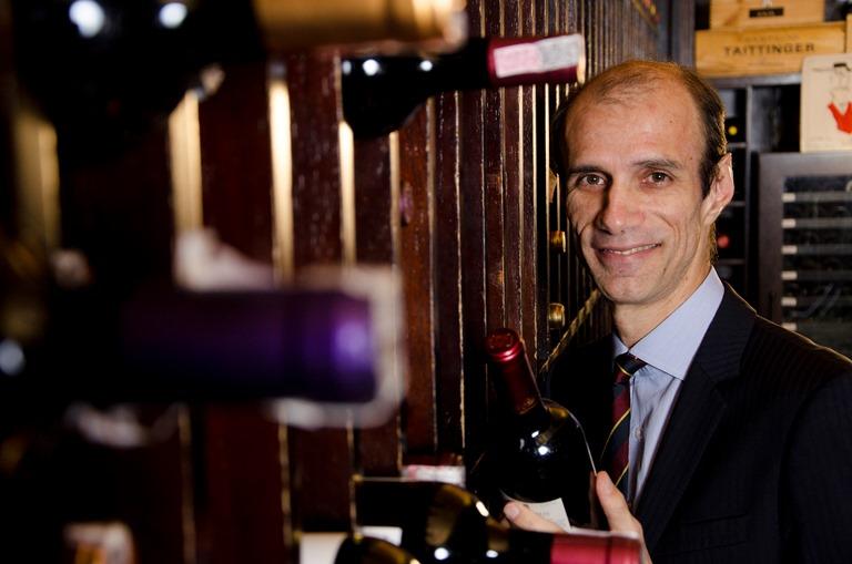Manoel Beato, sommelier do Fasano há quase 25 anos: dá aula de harmonização de vinhos e chocolates com Alexandre Costa, da Cacau Show (Foto: Mario Rodrigues)