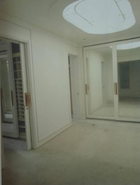 Mansão casa Roger Abdelmassih jardins hall de circulação entre closets 7