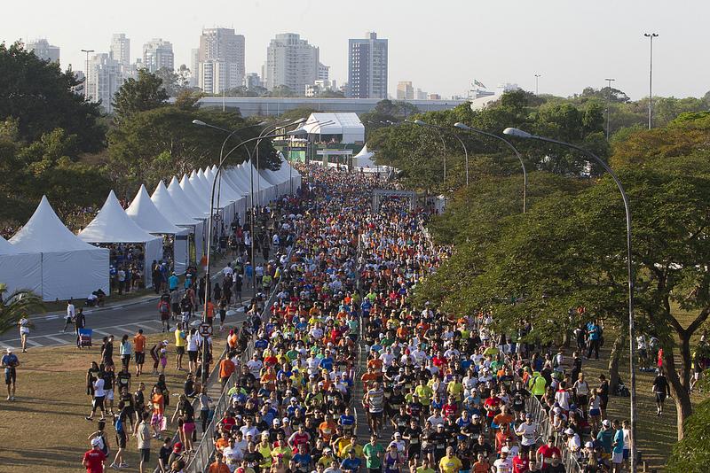 A Maratona de Revezamento Pão de Açúcar é um dos principais circuitos da cidade