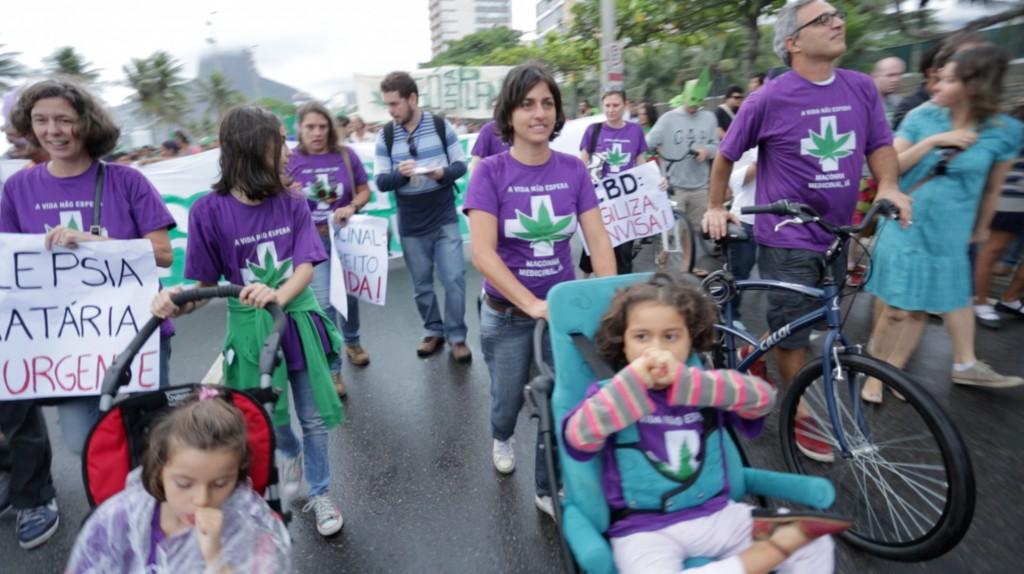 Na edição carioca da Marcha da Maconha, as mães pedem para que o canabidiol seja liberado pela Anvisa