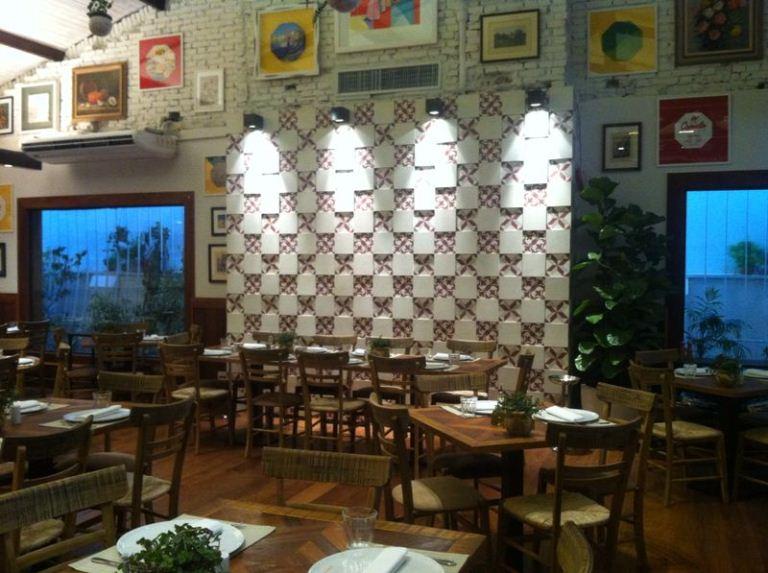 O salão pronto para receber a clientela: 130 lugares