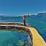 Na praia, Mariana Rios anunciando o último dia de férias (Reprodução/Instagram)