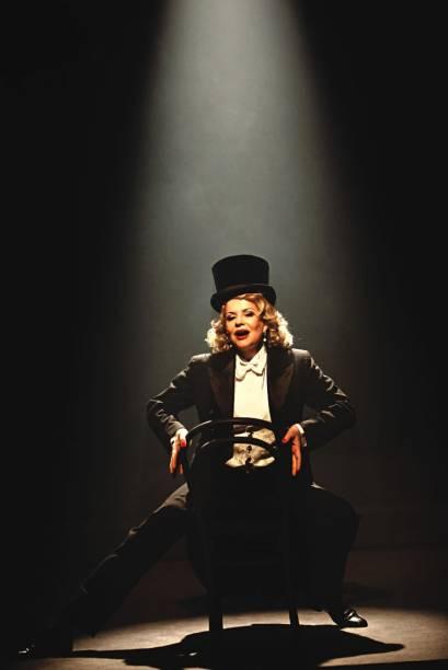 Sylvia Bandeira em Marlene Dietrich — As Pernas do Século: a montagem repassa a vida da atriz e cantora alemã