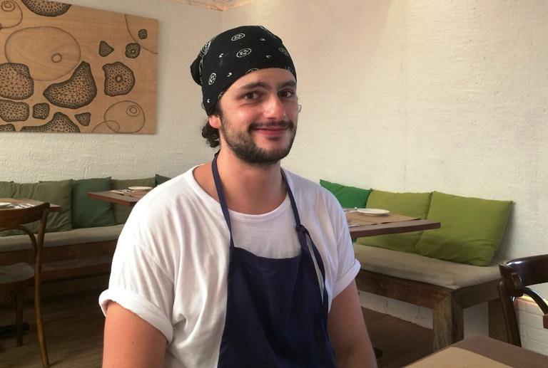 Mohamad: aprendizado no Beato por salário de menos de 1.000 reais (Foto: Arnaldo Lorençato)
