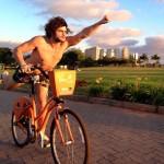 Em momento saúde: Mohamad, que já foi gordinho, na bike