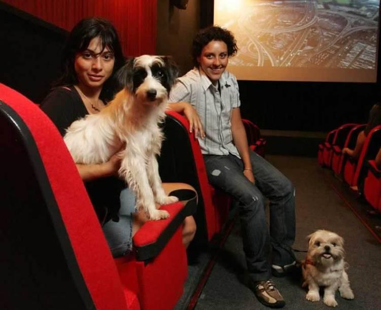 Paula Scaff (à esq.) e Michaela Prinz na Matilha Cultural: no cinema com os cães