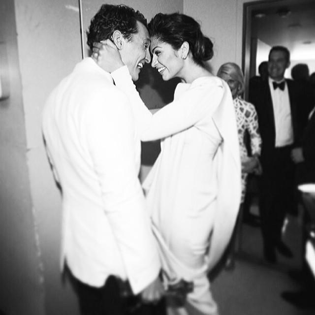 Matthew McConaughey nos bastidores com a mulher, a brasileira Camila Alves