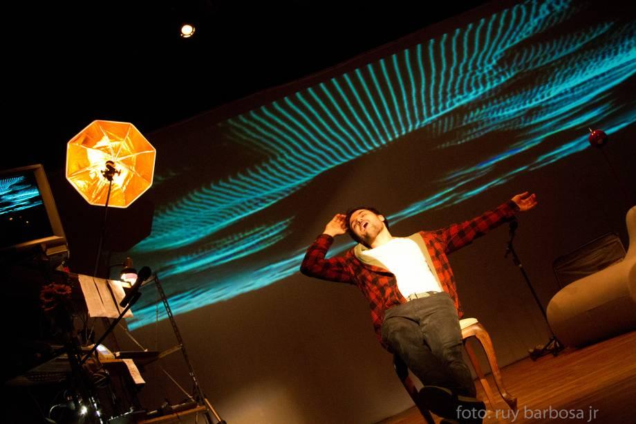 Marcos Damigo e Guta Ruiz em Deus É um DJ