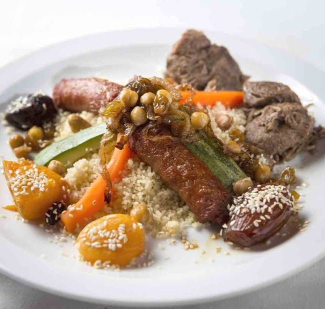 Mercado Gourmet - Couscous Royal (pernil de cordeiro, legumes e frutas secas) do Tanger