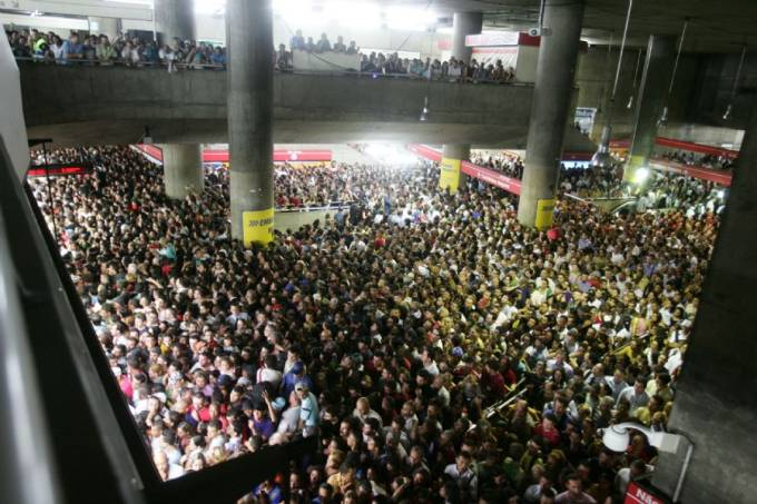 USUÁRIOS LOTAM METRÔ DE SÃO PAULO