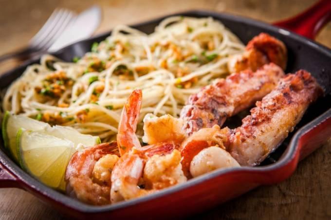 PJ grelhado de frutos com Espaguete alho e oleo